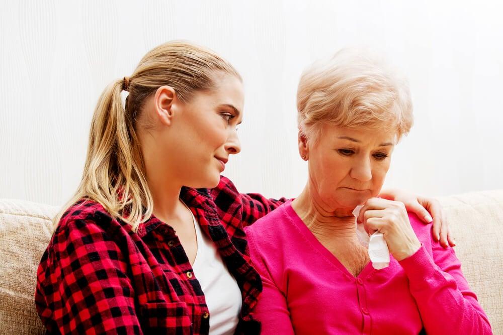 Hija hablando con su madre