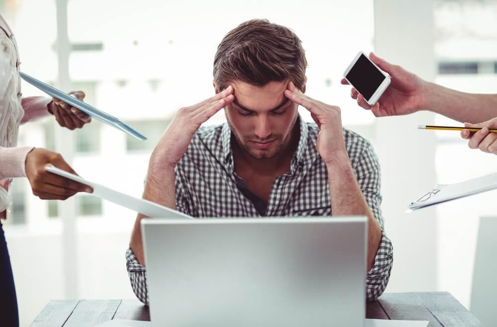 8 hábitos que aumentan el estrés