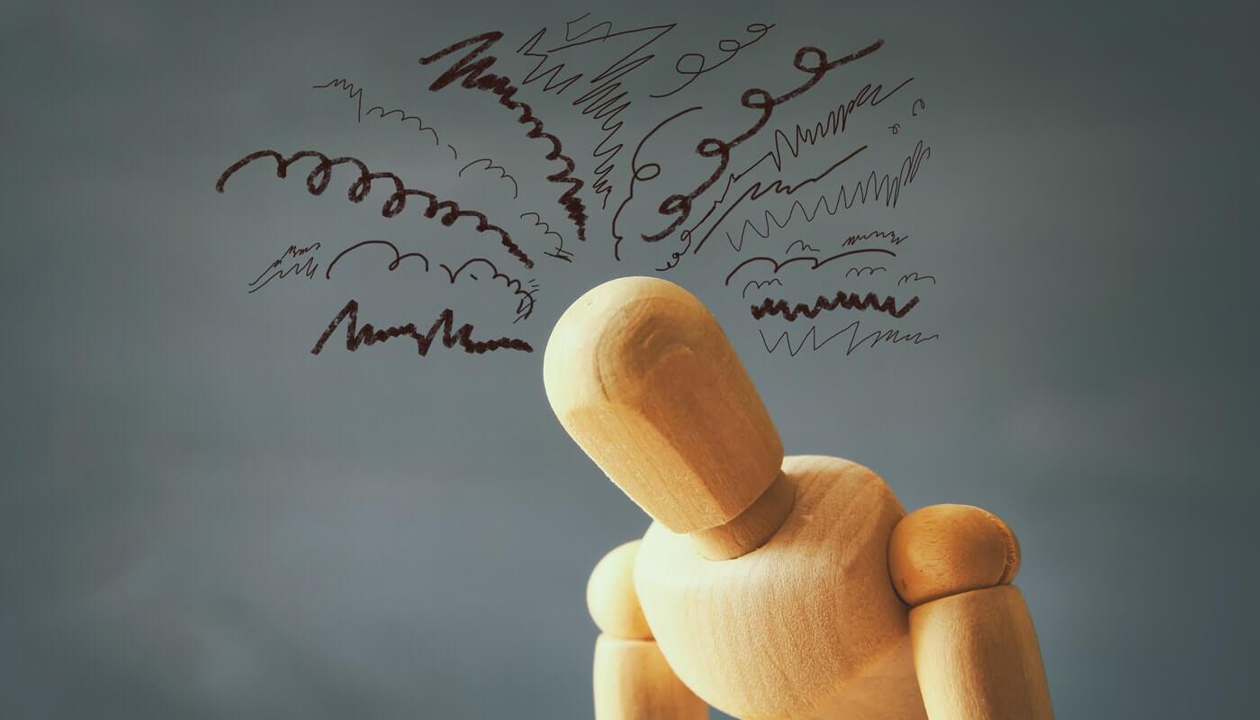 Muñeco con pensamientos autosaboteadores