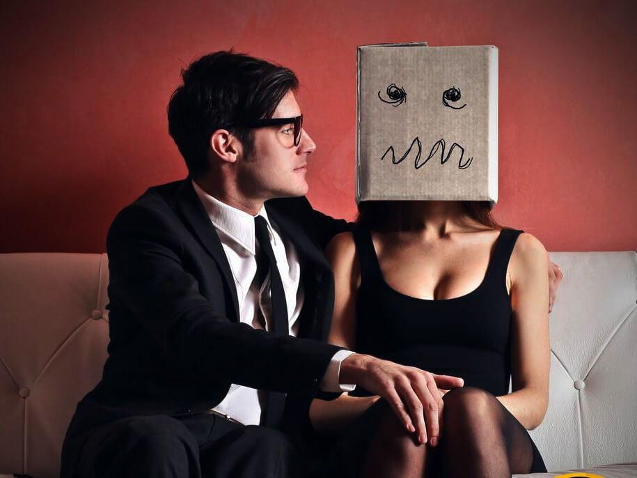 Mujer con miedo al amor