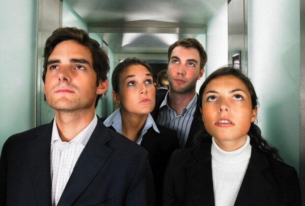 ¿Por qué hablamos del tiempo en el ascensor?