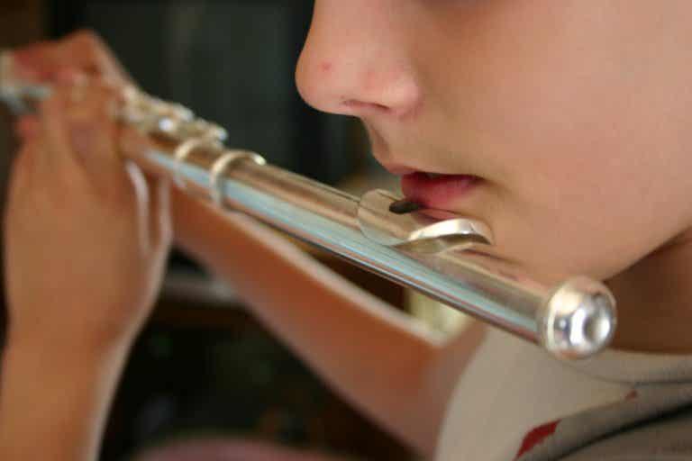 Los beneficios de tocar un instrumento para tu cerebro