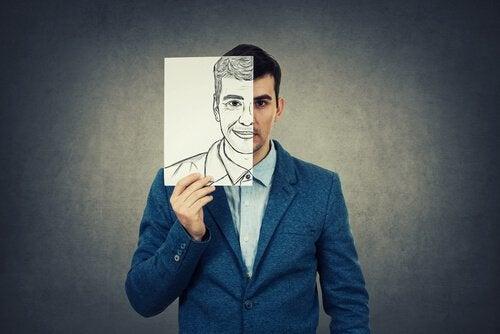 Hombre con dos caras representando a personas envidiosas
