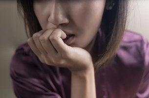 Mujer con ansiedad por hipocondría