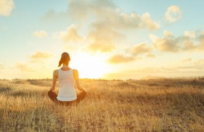 Mujer practicando mindfulness