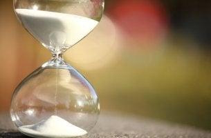 Reloj de arena simbolizando paciencia