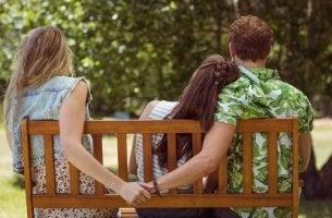 Amantes en un parque