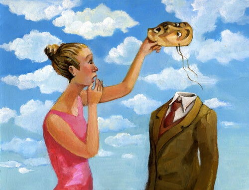 Mujer quitándole careta a un hombre