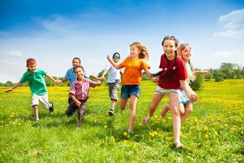 ¿Por qué son tan importantes los amigos de la infancia?