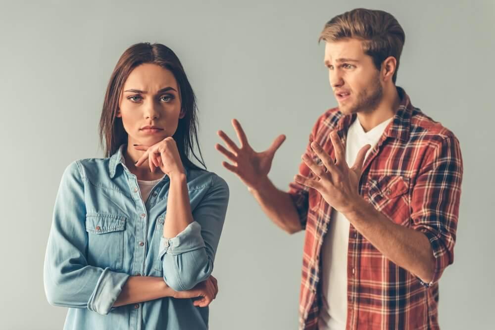 Mujer-ignorando-a-su-pareja