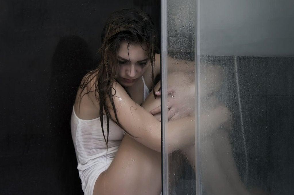 mujer superando un desengaño amoroso