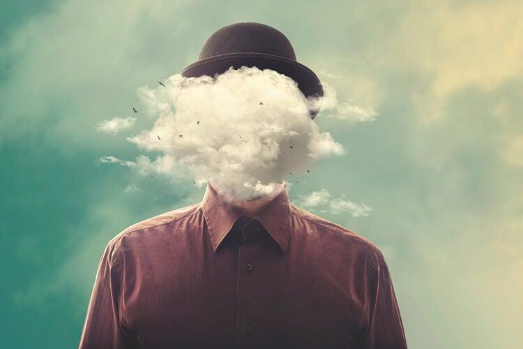 Nubes en el rostro ocultando la cara de una persona