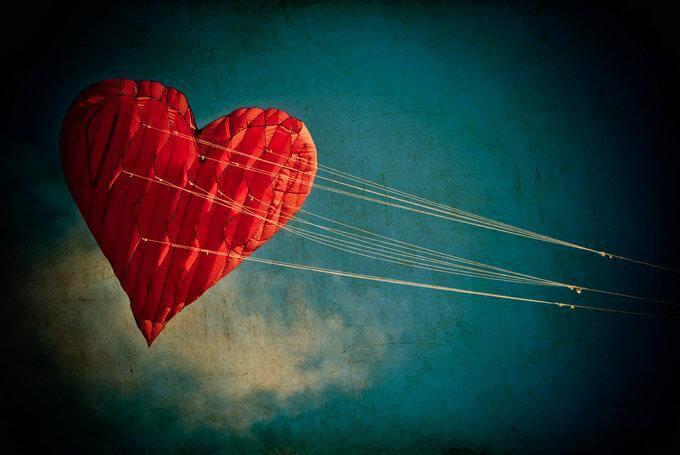 Corazón atado simbolizando falta de autenticidad