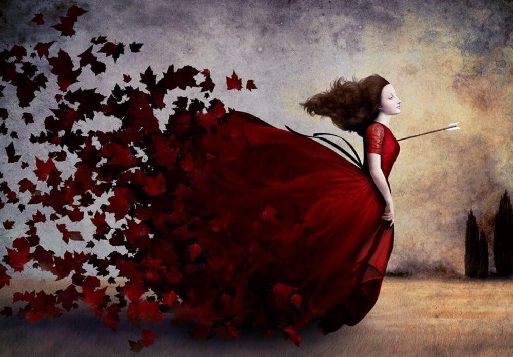 Mujer con una flecha en el corazón