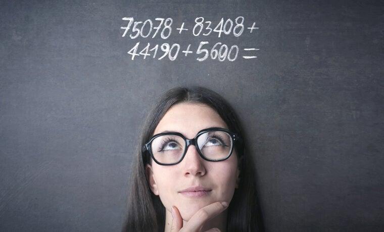 Pupilas dilatadas por pensar en resolver un problema matemático