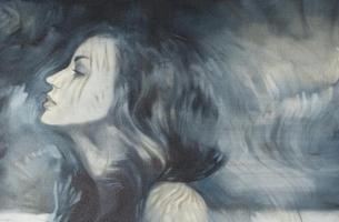 Mujer angustiada representando como sanar heridas emocionales
