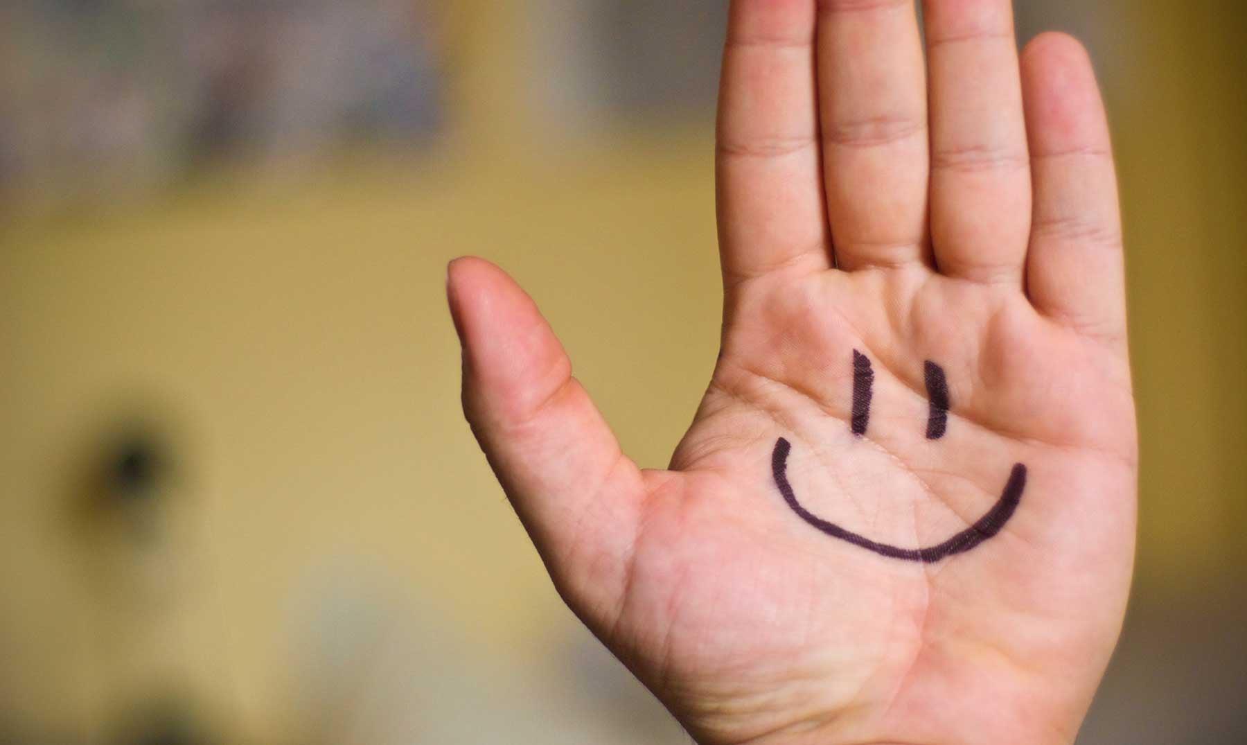 https://lamenteesmaravillosa.com/wp-content/uploads/2015/05/10-estudios-sobre-la-felicidad.jpg