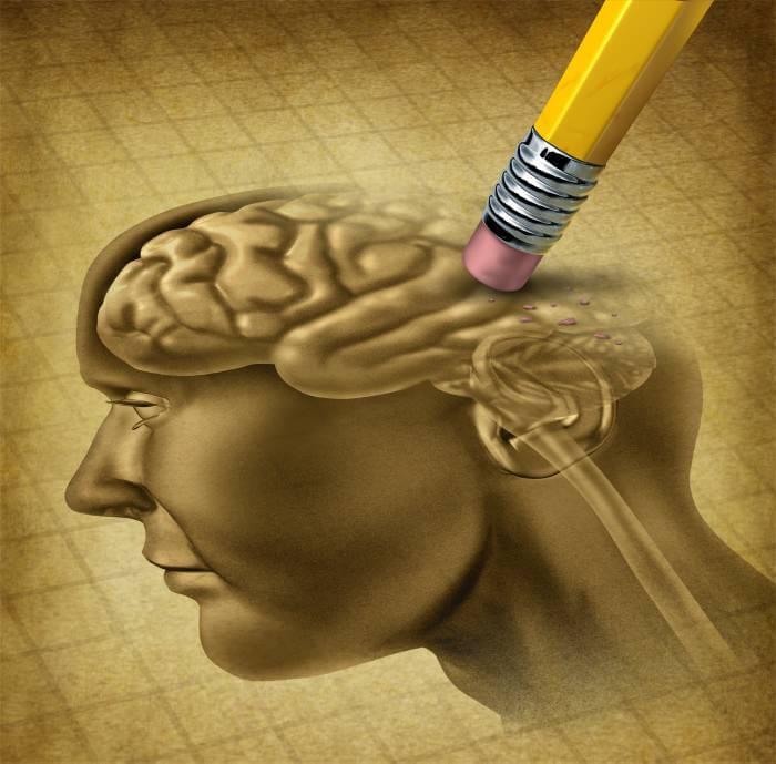 Lápiz borrando el cerebro en un dibujo