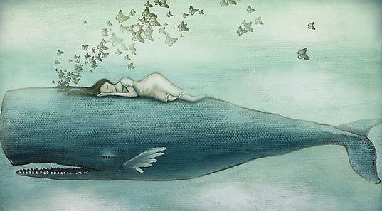 Niña dormida encima de una ballena