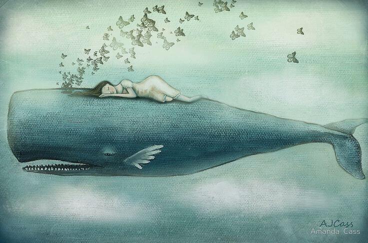 Mujer descansando sobre una ballena