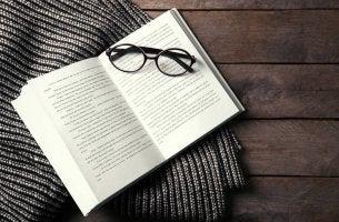 Libro abierto para representar los mejores libros de psiconálisis