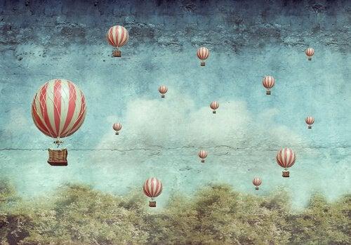 Globos volando por el cielo