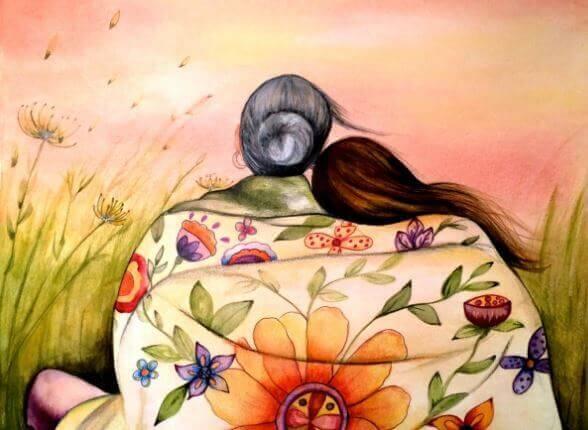 Madre e hija de espaldas sentadas y arropadas con una manta