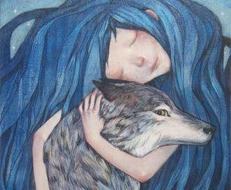 Chica con el pelo azul abrazando a un lobo