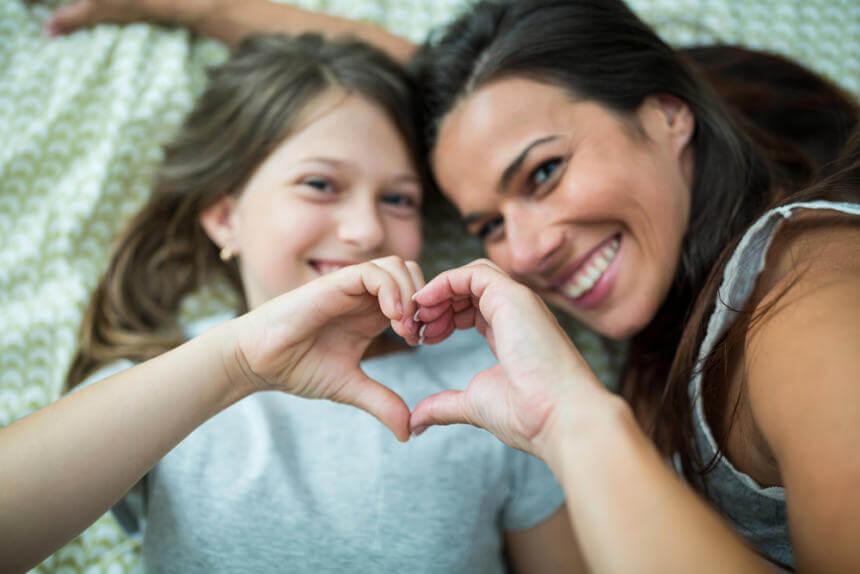 Madre e hija felices