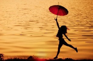 Mujer con un paraguas