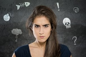 Mujer irritada