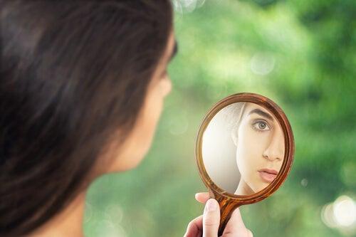 Mujer narcisista