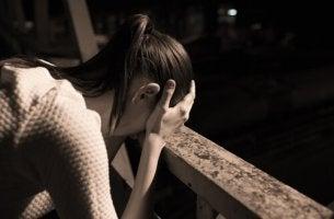 Mujer-triste-con-miedo-a-fracasar