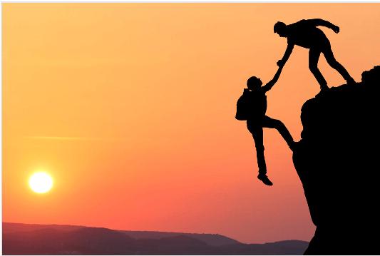 Un amigo ayuda a otro para no se caiga