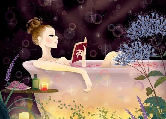 Mujer leyendo su diario en una bañera