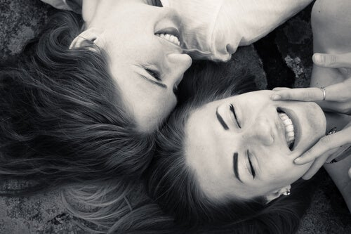 No pierdas tus relaciones por tener pareja