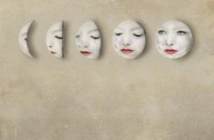 Caras en la pared para representar las microexpresiones