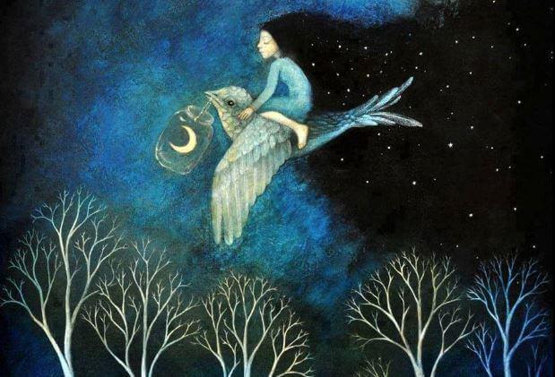 Mujer volando sobre un pájaro