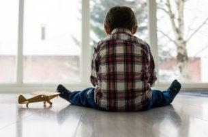Niño cons índrome de Asperger