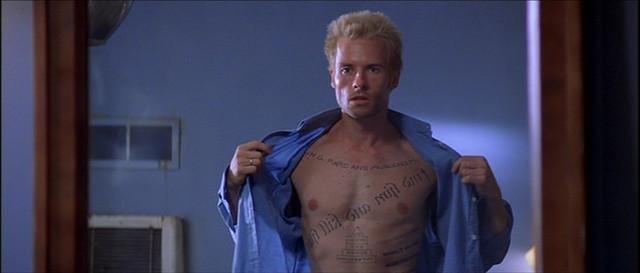 Personaje de Memento con tatuajes