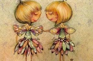 Amigas abrazadas con alas de mariposa