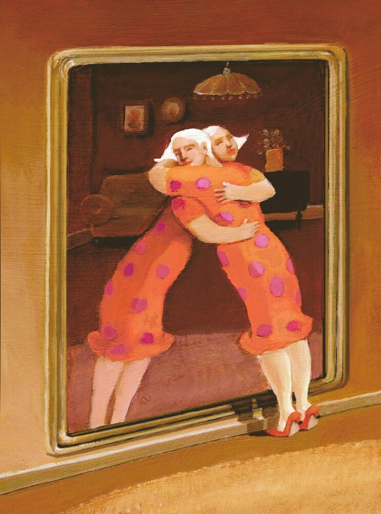 Mujer abrazándose con su imagen del espejo