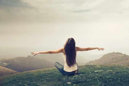 Hay que vivir como se piensa, no pensar como se vive