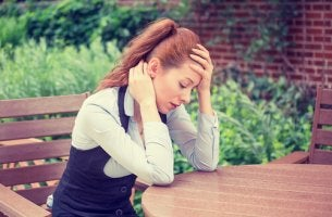 Mujer estresada descansando