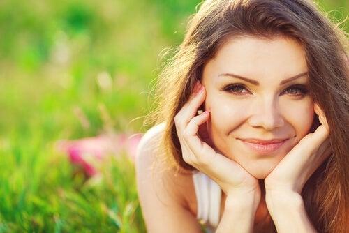 Mujer joven con sonrisa