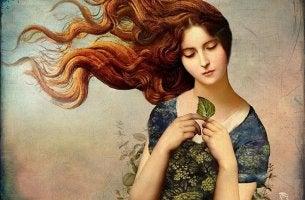 Mujer mirando hoja pensativa