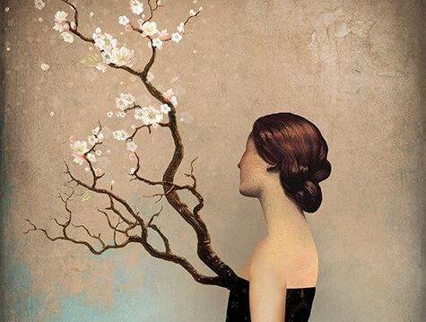 Mujer mirando un arbol