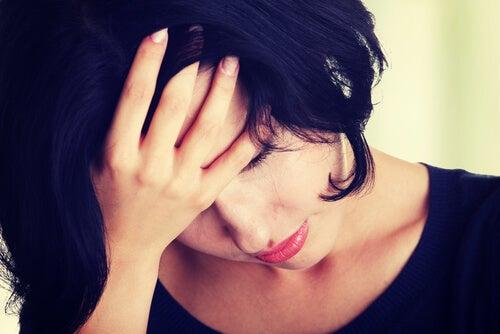 Mujer sufriendo