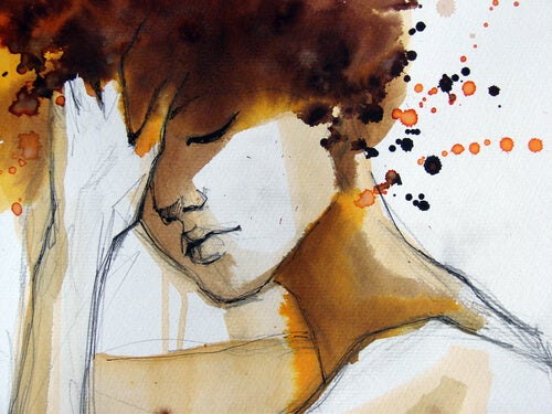 Mujer triste apoyando su cabeza en la mano pensando