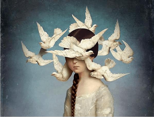 Niña con pájaros en la cabeza